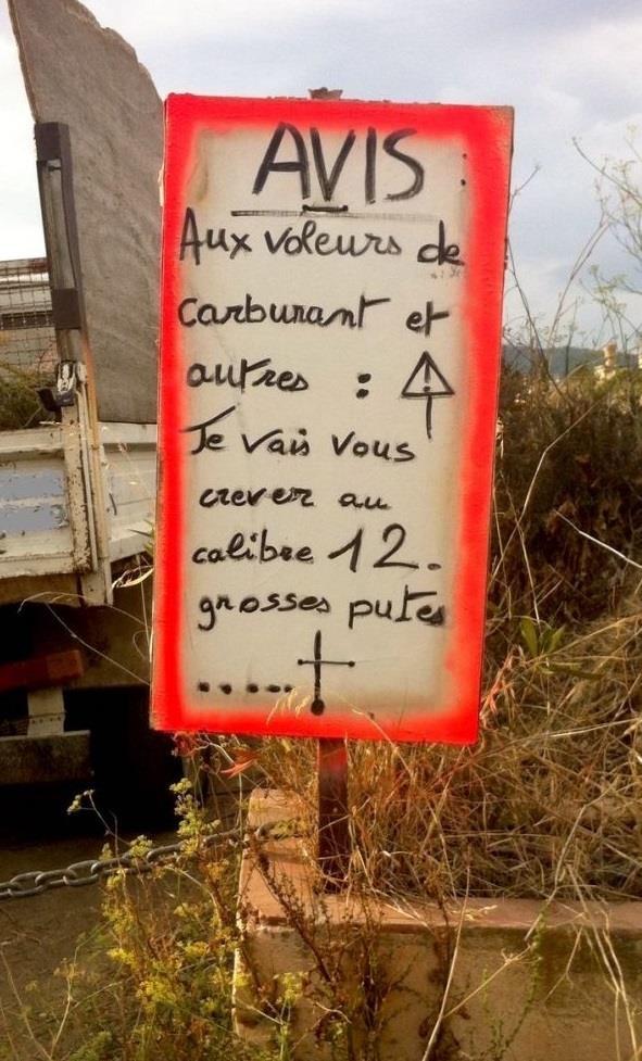 photo d'une pancarte qui avertit ces putes de voleurs qu'ils vont être reçus au calibre 12