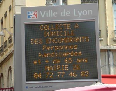 panneau d'affichage de la Ville de Lyon sur les encombrants