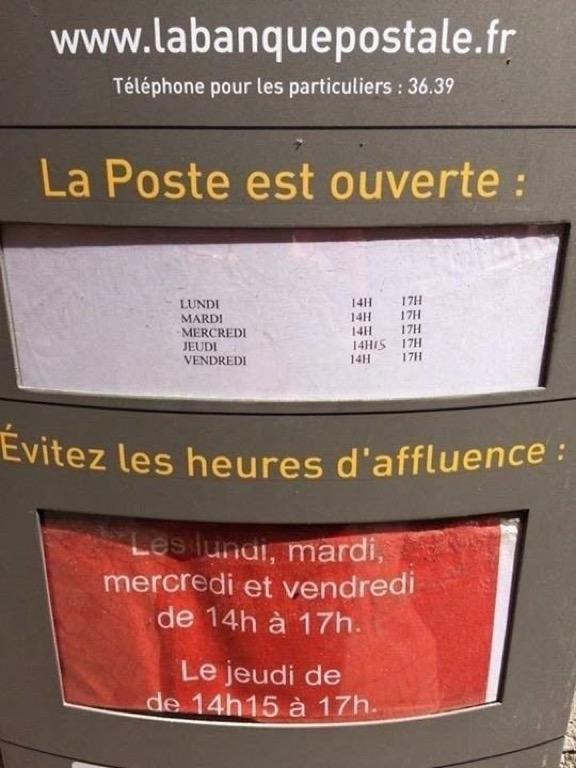 photo des horaires d'ouverture de La Poste et des heures d'affluence