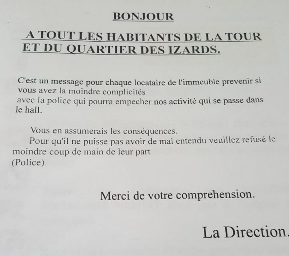 mot à l'attention des locataires du Quartier des Izards laissé par les dealers de drogue pour avertir les habitants