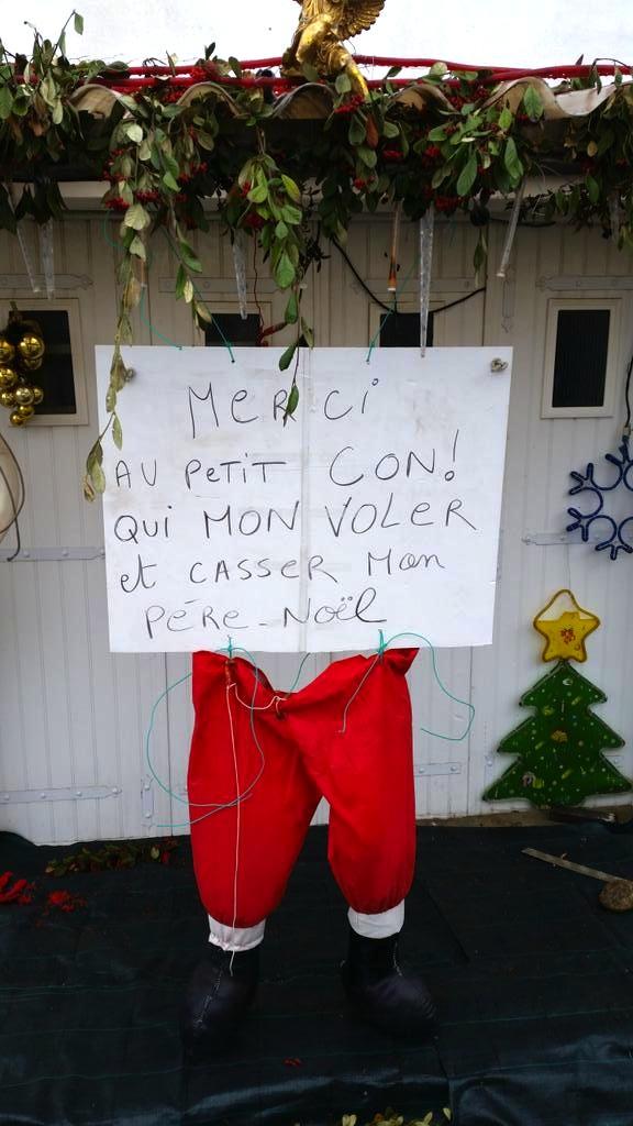 photo d'un mot de voisin qui s'est fait volé et cassé son Père Noël