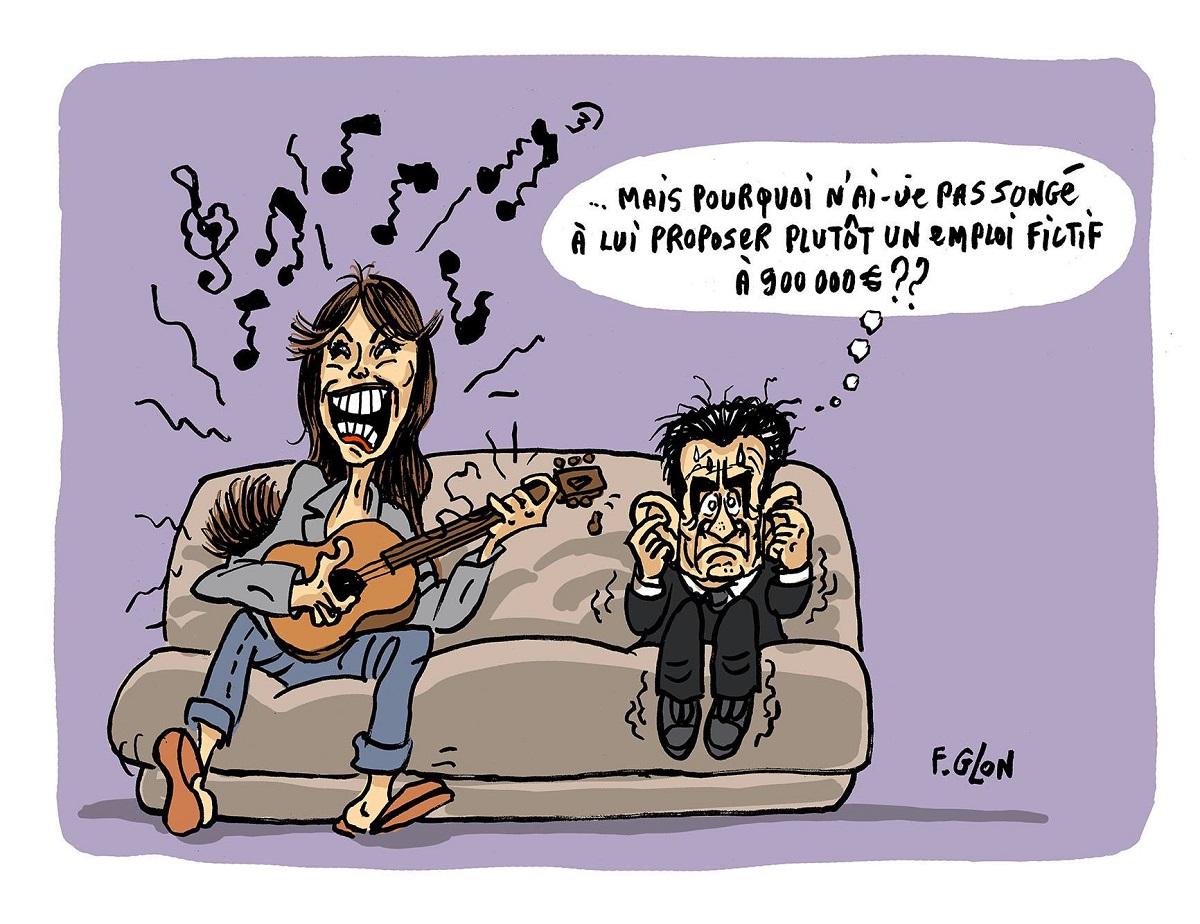 Caricature de Nicolas Sarkozy sur un canapé qui se bouche les oreilles pour ne pas entendre Carla Bruni chanter