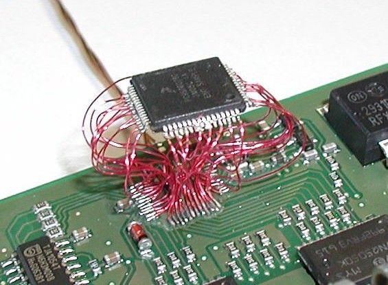 photo d'un bidouillage sur un ordinateur