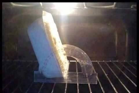 photo d'un plat surgelé mis au four à 120 degrés par une cuisinière blonde