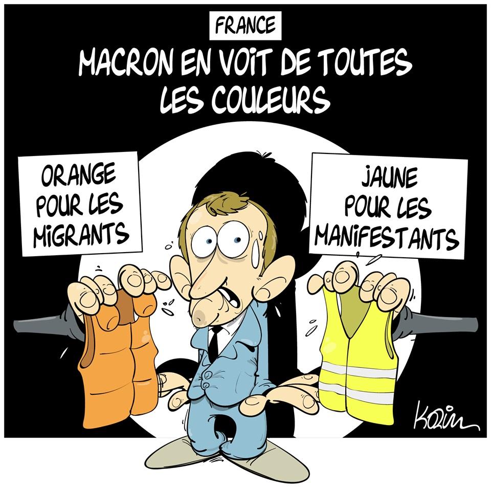 dessin d'actualité humoristique sur Emmanuel Macron coinçé entre la crise ds gilets jaunes et celle des migrants