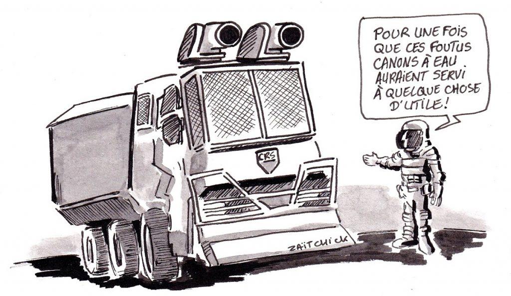 dessin d'actualité humoristique sur le dramatique incendie de Notre-Dame de Paris et le mouvement des gilets jaunes à coup de canons à eau